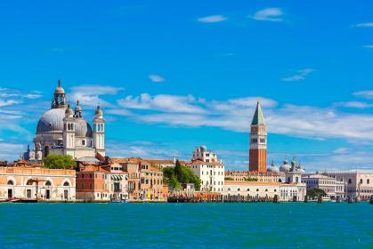 海から眺める夏のヴェネツィア