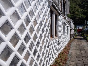 伊豆半島 青空と松崎町のなまこ壁の町並み 9月