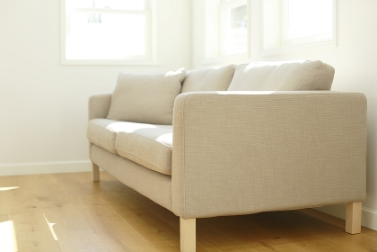 ソファーのあるリビングの合成向け背景素材