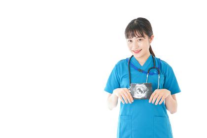 妊婦のエコー画像と笑顔の若いナース