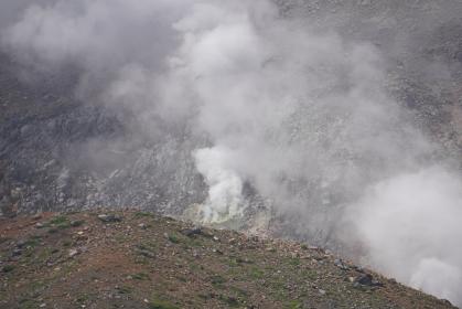 火山の噴火口、福島県福島市浄土平(磐梯吾妻スカイライン)