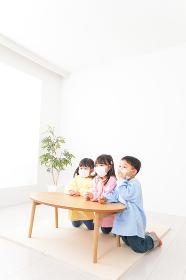 幼稚園・保育所・こども園で楽しく過ごす可愛い子供たち