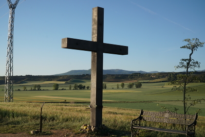 巡礼路に建つ十字架