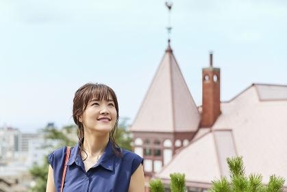 観光する日本人女性