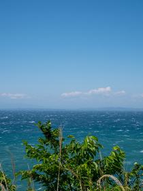 初夏の青空と東京湾の青い海 5月