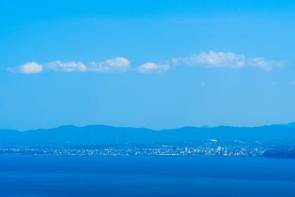 別府湾サービスエリアから眺める春の別府湾と大分市の街並み