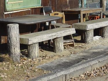 ゲートボール場の休憩椅子