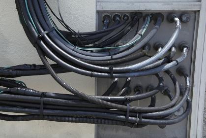 送電線の束