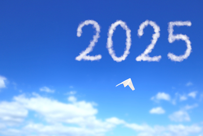 2025へ向かう紙飛行機