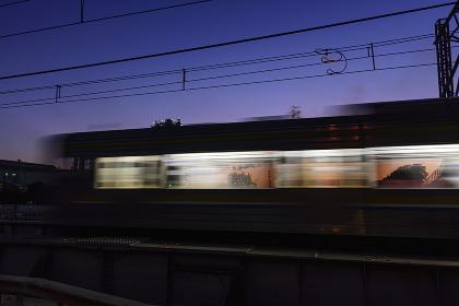 走りすぎる電車