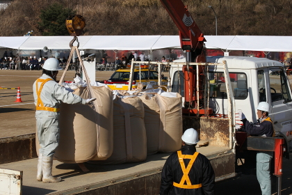 土嚢の準備(2010年三田市総合防災訓練)