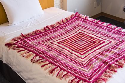 クロシェ手編みのベッドシーツ掛け