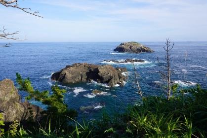 気仙沼大島龍舞崎から見たリアス海岸の風景と青い海