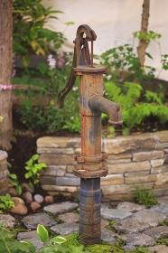 手押し井戸ポンプ