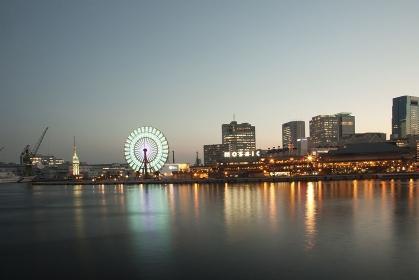 夕暮れの神戸の町並み、2013年