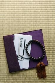 ふくさと数珠と香典袋