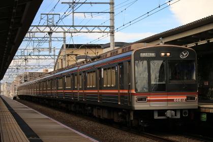 摂津市駅に停車中の大阪メトロ66系