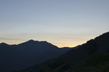 飯豊連峰に沈む夕日