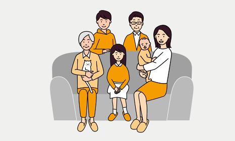 ソファに座って家族団らんを楽しむ-3世代家族