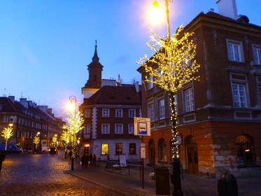 ポーランド・クラクフ市街地にてクリスマスシーズンのライトアップイルミネーション