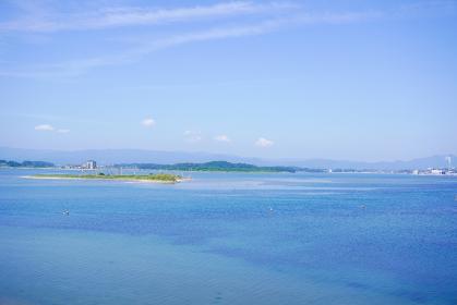 福島県松川浦のエメラルドグリーンの海