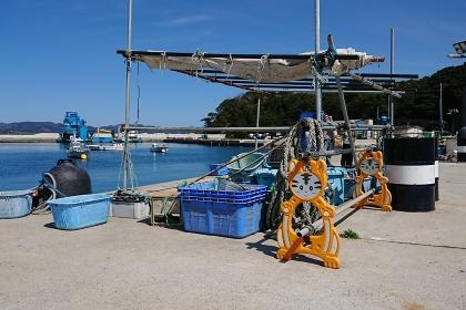 猫島の漁港に設置された、ねこ型のバリケード・宮城県田代島