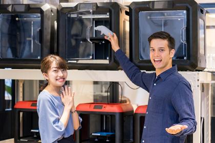 3Dプリンターで制作物を作る人々