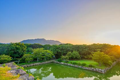 歴史的に有名な夕暮れの萩城址(山口県)