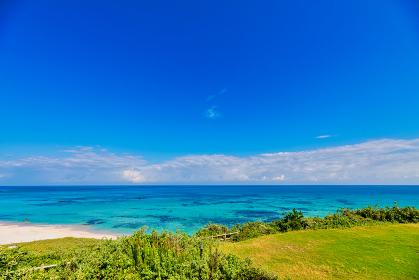 綺麗な角島大浜海水浴場の青空と海と海岸