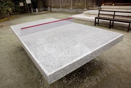 石で作られた卓球台