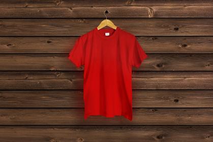赤色のTシャツ 木目バック 5477