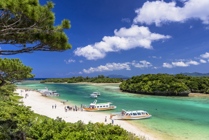 珊瑚礁の美しい川平湾