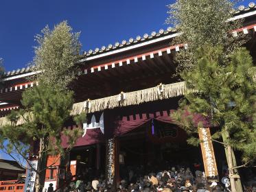 初詣客で賑わう浅草寺