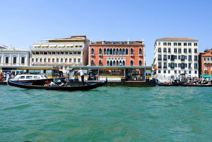 イタリアの水の都ヴェネチアの運河風景