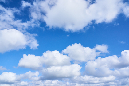 爽やかな青空と複数の積雲