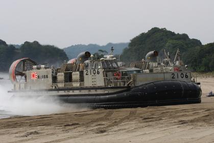 LCACの砂浜への上陸(2010年徳島県津波防災訓練)