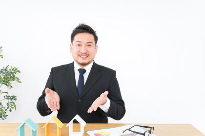 不動産会社のビジネスマン