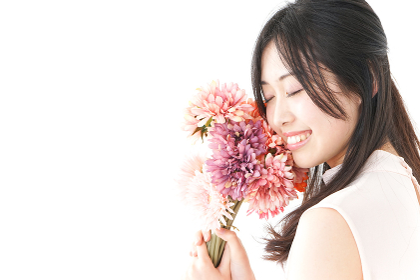 花をプレゼントする女性 母の日
