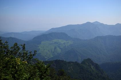 倉手山から見た朝日連峰