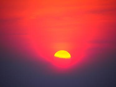 箱根に太陽が沈む。不思議な輪ができた