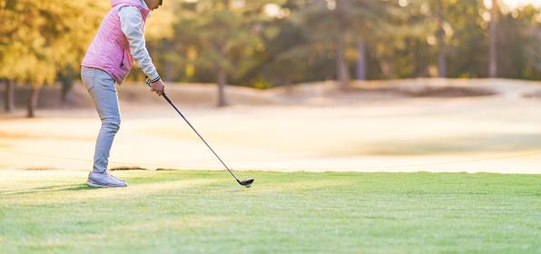 ゴルフ プレー 秋 冬 【 スポーツ の 秋 の イメージ 】