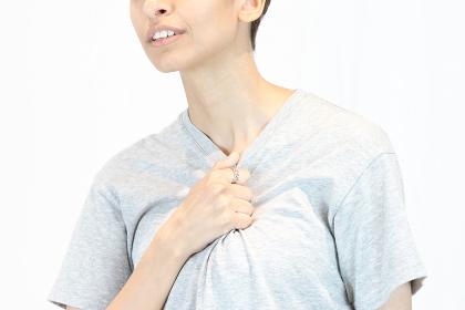 胸の痛み(心疾患・女性・苦しさ)