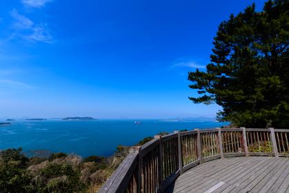 春の老の山公園から見る日本海