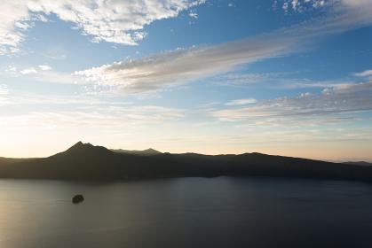 日本・北海道東部の国立公園9月、夜明けの摩周