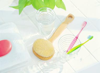 ボディーブラシとグラスの歯ブラシ