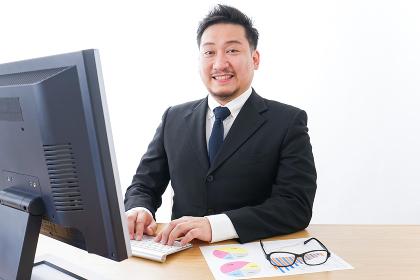 楽しく仕事をするビジネスマン