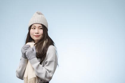 冬服を着た若い女性のポートレート