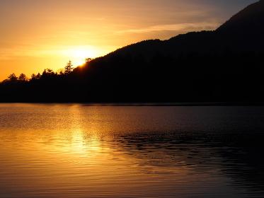 尾瀬沼が夕日に染まった