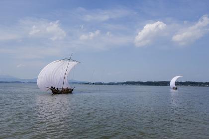 霞ヶ浦の観光帆引き船と筑波山
