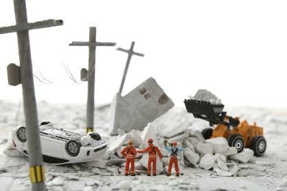 災害後の街の姿と瓦礫の後片付けのジオラマ